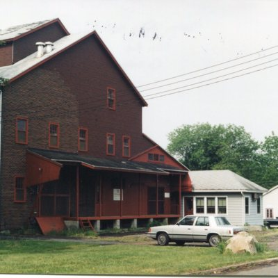 Morse Feed Building, Mill Road, across from Mill Pond, June 1999.jpg